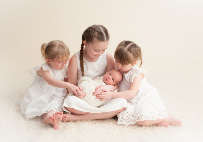 Newborn and pregnancy photography by liz roberts aswpp inverness